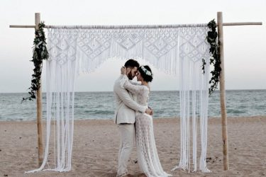 伊藤早紀さんが関わる商売「結婚相談所とマッチングアプリ、融合のハイブリッド婚活商売」