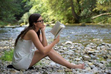 面白いビジネス書とは?「世間である程度、認知された主張の後追いを実証するビジネス書の価値は?その実証済みの本、定番の本だけを読んでも人生では勝てない!」